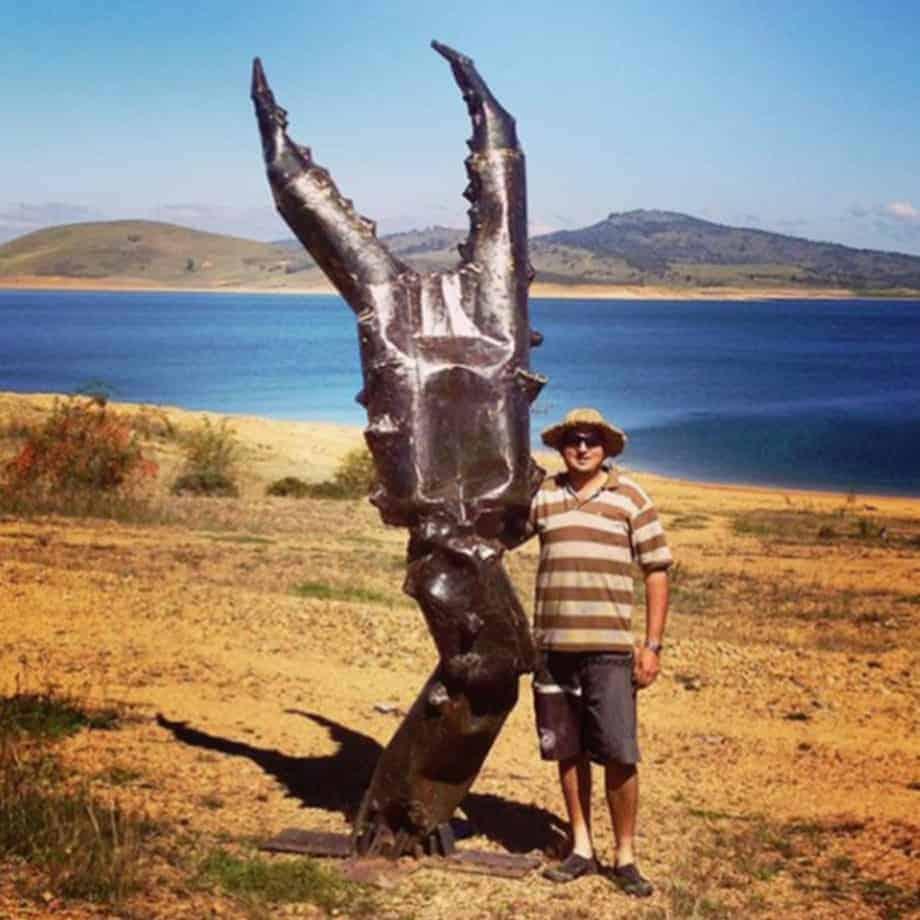 Clawed-330cm-FABRICATED-MILD-STEEL-OILED-outdoorlandmark-David-ball-australian-water-sculpture-large-oversize.jpg
