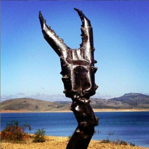 Clawed---FABRICATED--MILD-STEEL-OILED-outdoor,landmark-Tobias Benent,-australian-water-sculpture-large-oversize