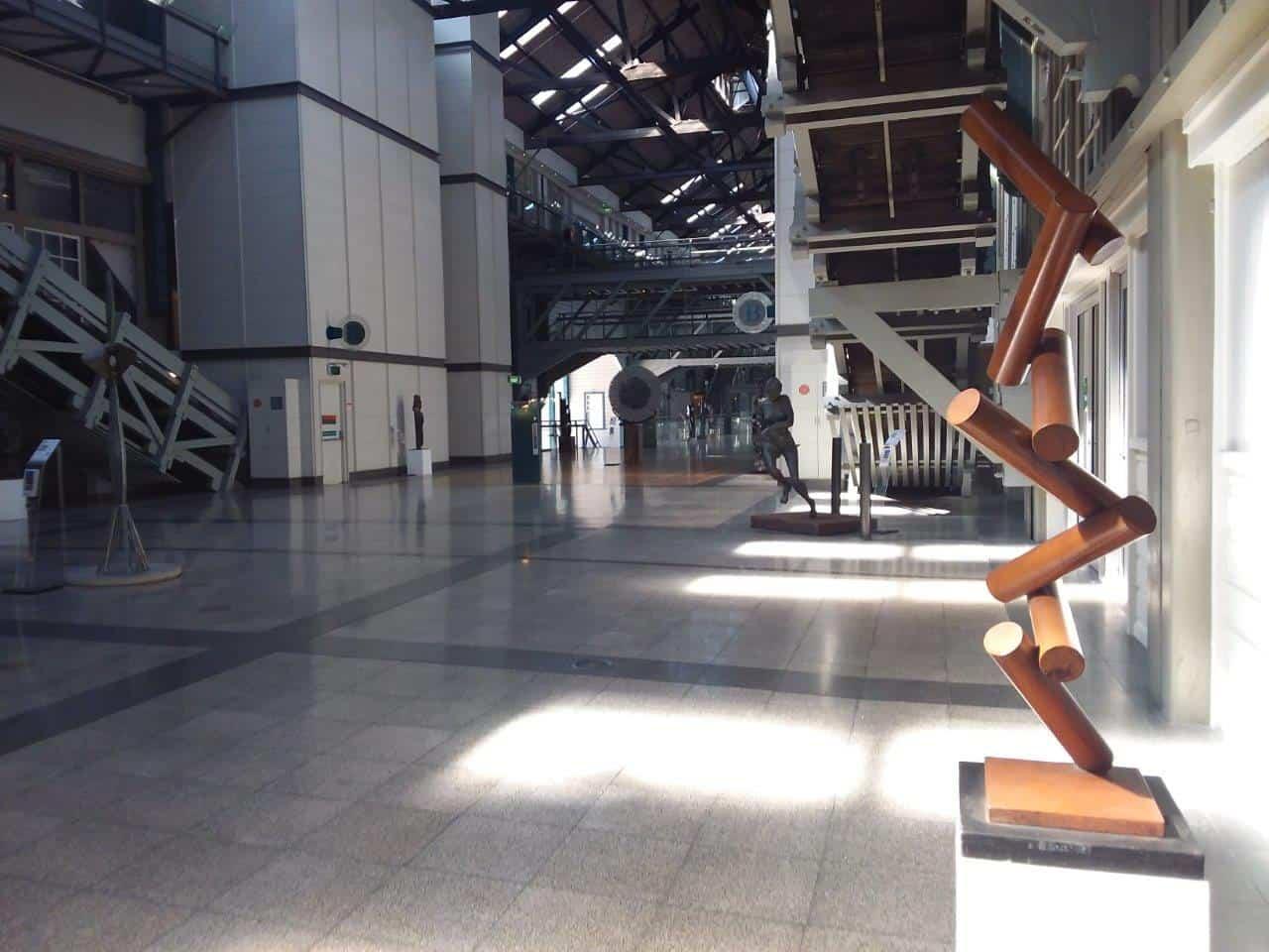 Dropped-140cm-BRONZE-[bronze,tabletop,outdoor]-alex-shiebner-australian-sculpture-geometric-art-balance-gravity-motif