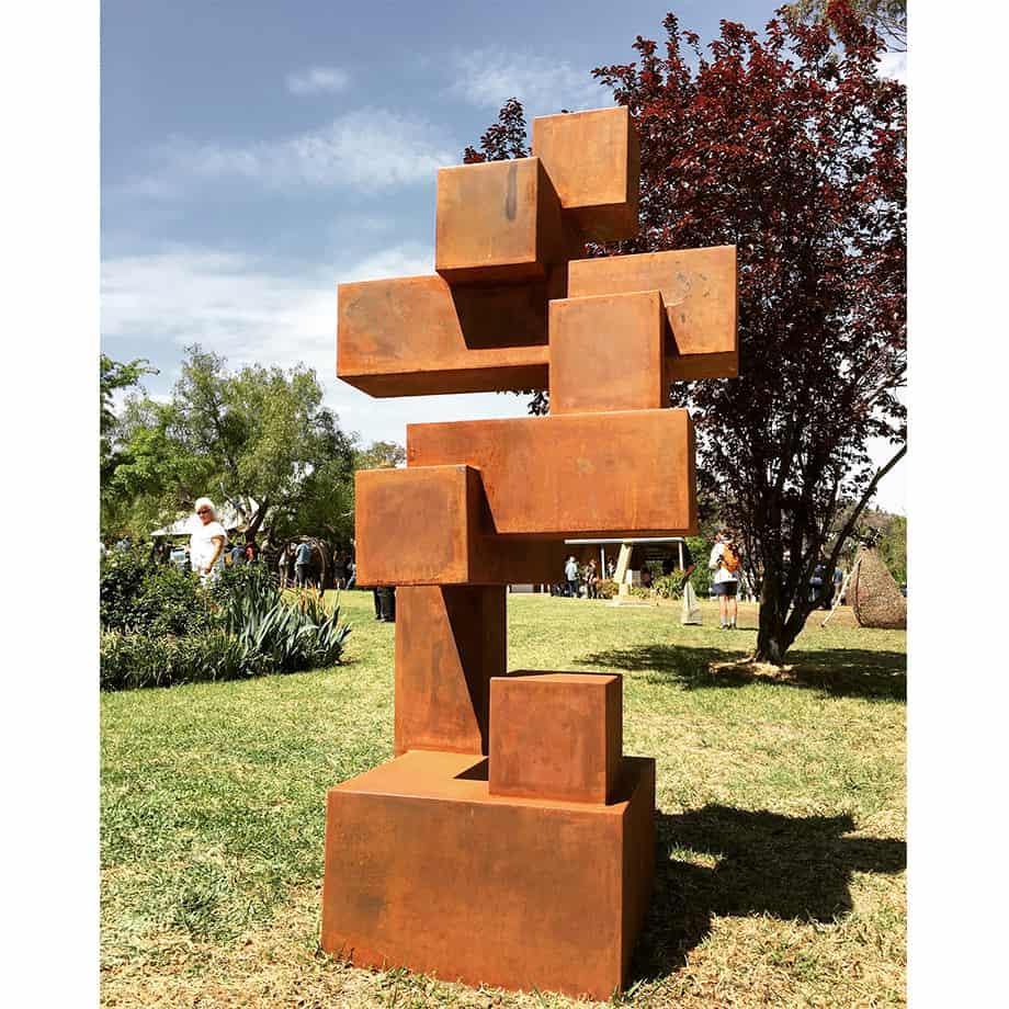 Building-Blocks-160cm-CORTEN-STEEL-[Corten,outdoor,Landmark]-alex-shiebner-australian-sculpture-geometric-garden-art-cube-balance-gravity-motif