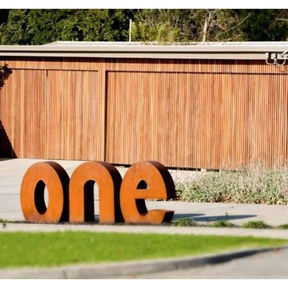 Lettering----CORTEN-[Corten,-outdoor,]Pierre-Le--Roux--australian--sculpture-outdoor-drive-way-entry-house-numbers