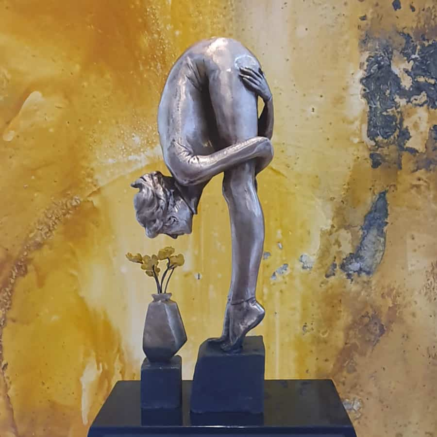 The-Florist-50x26x16cm-glassborrow-bronze-figurative-female-sculpture-2